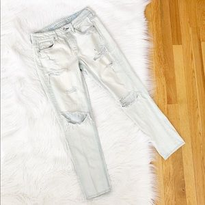 American Eagle | TomGirl Distressed Jeans